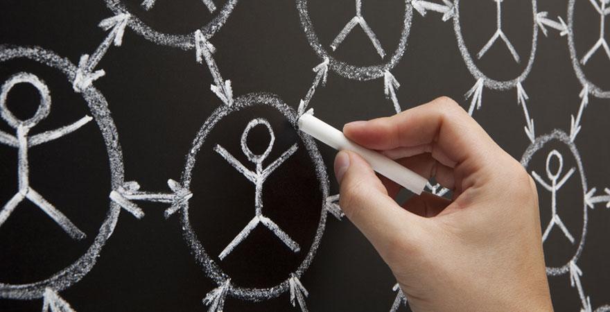 busqueda-empleo-redes-sociales-880.jpg