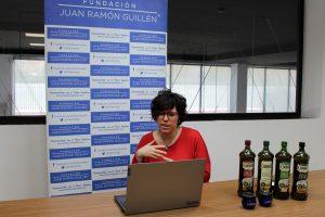 Julia Tapia, responsable de Social Media de Coosur impartió los talleres
